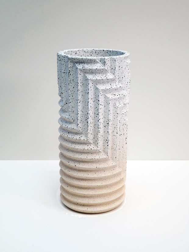Herringbone Stone Blend, collection de vases à motifs à chevrons par Phil Cuttance 4